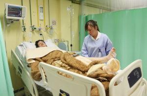 idoso em hospital