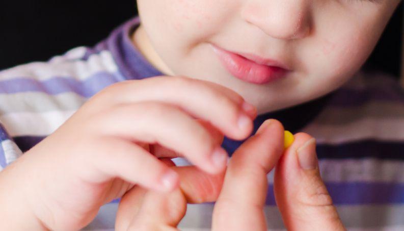 crianca-tomando-remedio