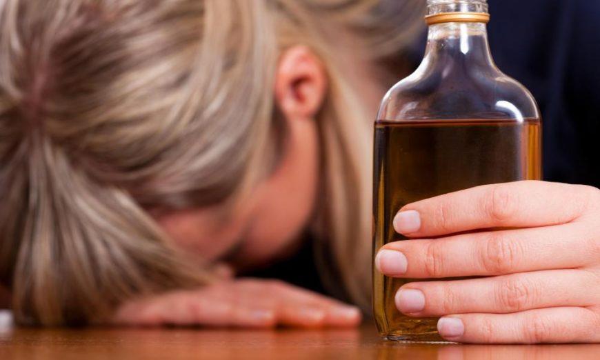 mulher-álcool
