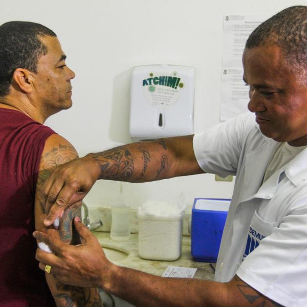 Vacinação contra a febre amarela nos postos de vacinação de Macaé (Foto: Guga Malheiros/Prefeitura de Macaé)