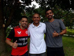 Com Junior Tomé, da Pelada Rubro Negra, e Leonardo, que jogou com ele no CRB (Foto: Divulgação)