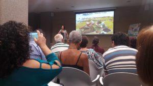 Psicóloga Dulcinéia em palestra sobre longevidade
