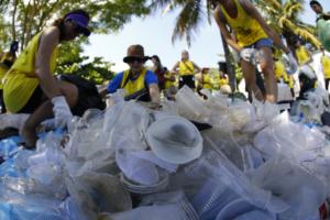 plástico recolhido em mutirão