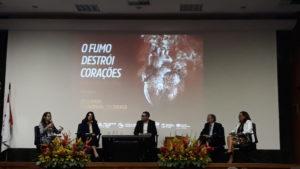 Debate no Inca sobre cigarro e doenças cardioasculares