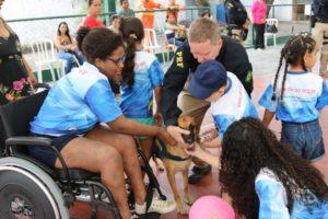 crianças com câncer visitam PRF
